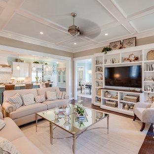Foto de salón abierto, marinero, grande, con paredes marrones, suelo de madera en tonos medios, pared multimedia, chimenea tradicional y marco de chimenea de piedra