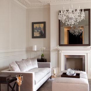 Imagen de salón para visitas tradicional con paredes grises, suelo de madera en tonos medios y chimenea tradicional