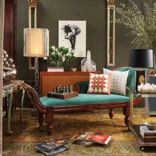 Idee per un soggiorno bohémian di medie dimensioni e aperto con libreria, pareti grigie, moquette, nessun camino, nessuna TV e pavimento giallo