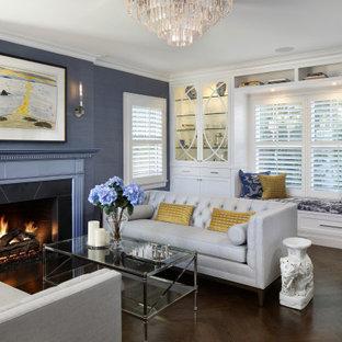 サンフランシスコの広いトランジショナルスタイルのおしゃれな独立型リビング (フォーマル、青い壁、標準型暖炉、木材の暖炉まわり、テレビなし、茶色い床、濃色無垢フローリング、壁紙) の写真