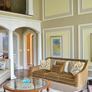 Immagine di un grande soggiorno classico chiuso con sala formale, pareti beige, pavimento in gres porcellanato, camino classico e cornice del camino in legno