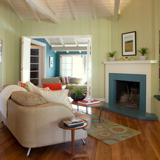 Beach Style Living Room by Rachel Perls, Hue Consulting