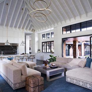 Esempio di un soggiorno chic aperto con pareti bianche, parquet scuro e pavimento nero
