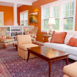 Foto di un soggiorno chic di medie dimensioni e stile loft con sala formale, pareti arancioni, parquet chiaro, nessun camino, nessuna TV e pavimento beige