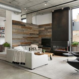 Inspiration för industriella allrum med öppen planlösning, med vita väggar, betonggolv, en bred öppen spis, en väggmonterad TV och grått golv