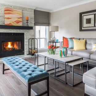 Idee per un soggiorno tradizionale con sala formale, pareti beige, parquet scuro, camino classico e cornice del camino piastrellata