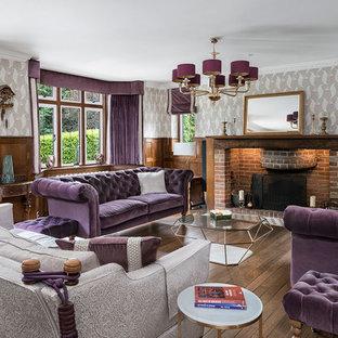 サリーの大きいトラディショナルスタイルのおしゃれなリビング (フォーマル、マルチカラーの壁、濃色無垢フローリング、標準型暖炉、レンガの暖炉まわり、テレビなし、茶色い床) の写真