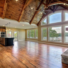 Traditional  by Brown Haven Builders