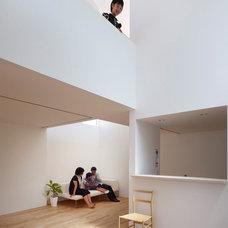 Modern Living Room by Tomohiro Hata Architects & Associates