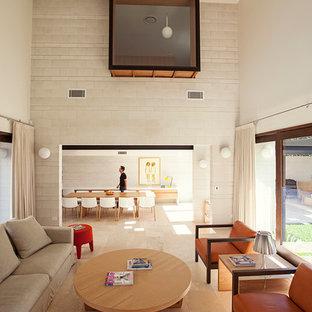 Ispirazione per un ampio soggiorno contemporaneo stile loft con pareti grigie, pavimento in travertino, sala formale, camino lineare Ribbon e TV autoportante