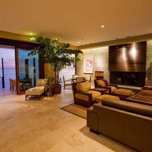 Immagine di un ampio soggiorno minimalista aperto con sala della musica, pareti grigie, pavimento con piastrelle in ceramica, camino classico, cornice del camino in cemento e parete attrezzata