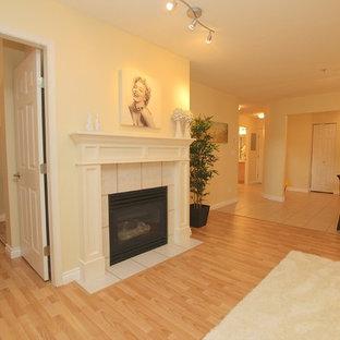 Immagine di un soggiorno minimalista aperto con pavimento in laminato