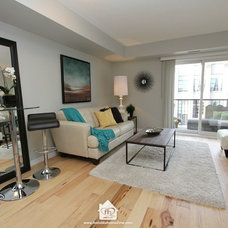Transitional Living Room by Feels Like Home 2 Me~ Home Staging in Toronto West
