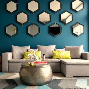 ボストンの大きいエクレクティックスタイルのおしゃれなリビングロフト (青い壁、無垢フローリング、標準型暖炉、木材の暖炉まわり、壁掛け型テレビ) の写真