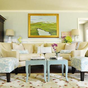 Immagine di un soggiorno chic con pareti blu