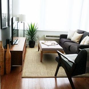 Ejemplo de salón para visitas abierto, moderno, pequeño, sin chimenea y televisor, con paredes blancas, suelo de madera en tonos medios y suelo marrón