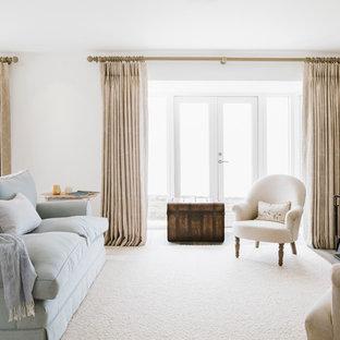 Ejemplo de salón costero, grande, sin televisor, con paredes blancas, moqueta y chimenea tradicional