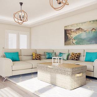 Foto di un grande soggiorno tropicale aperto con libreria, pareti beige, TV a parete e pavimento grigio
