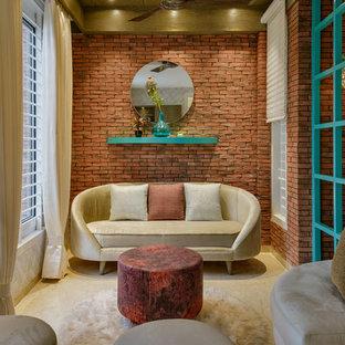 Diseño de sala de estar cerrada, actual, con paredes rosas y suelo beige