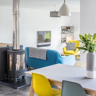 Idee per un grande soggiorno minimal con pavimento con piastrelle in ceramica e pavimento grigio