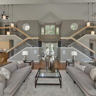 Modelo de salón abierto, actual, extra grande, con paredes grises