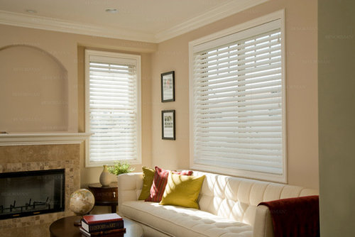 White blinds houzz for Living room window blinds