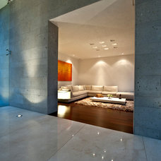 Contemporary Living Room by Grupo MM