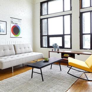 Idee per un soggiorno minimal di medie dimensioni e aperto con pareti bianche, parquet chiaro, nessun camino, nessuna TV e pavimento beige