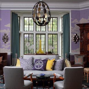Esempio di un soggiorno design con pareti viola