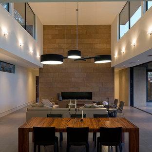 Imagen de salón actual con marco de chimenea de baldosas y/o azulejos y paredes blancas