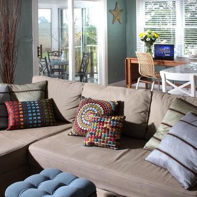 Trendy living room photo in Bridgeport with blue walls
