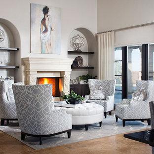 Foto de salón para visitas abierto, contemporáneo, grande, con paredes blancas, suelo de piedra caliza, chimenea tradicional y marco de chimenea de piedra