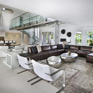Exemple d'un grand salon tendance ouvert avec une salle de réception, un mur blanc, aucune cheminée et aucun téléviseur.