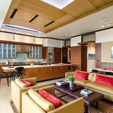 Contemporary Living Room by Virtual Studio Innovations