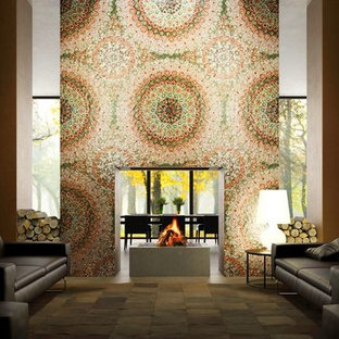Ispirazione per un grande soggiorno minimal stile loft con pareti multicolore, camino bifacciale e cornice del camino piastrellata