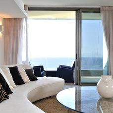Contemporary Living Room by yaniv eitan