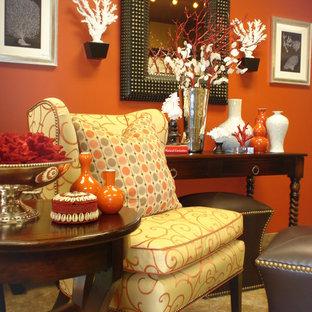 Ejemplo de salón actual con parades naranjas