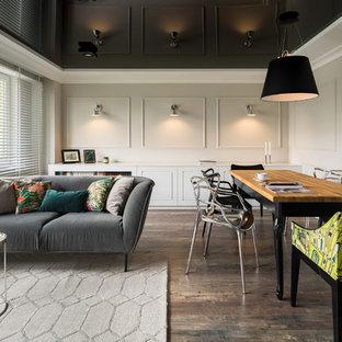 Foto di un grande soggiorno contemporaneo aperto con pareti multicolore, pavimento in legno verniciato e pavimento multicolore