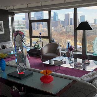Großes, Repräsentatives, Offenes Modernes Wohnzimmer ohne Kamin mit grauer Wandfarbe, Teppichboden und lila Boden in Philadelphia