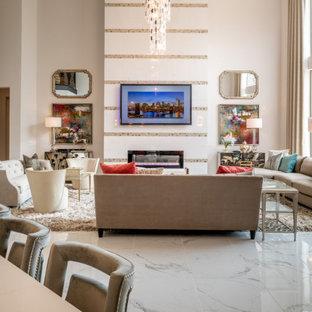 ヒューストンの広いコンテンポラリースタイルのおしゃれなLDK (フォーマル、白い壁、大理石の床、タイルの暖炉まわり、壁掛け型テレビ、黄色い床) の写真