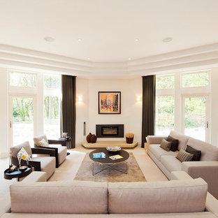他の地域の大きいコンテンポラリースタイルのおしゃれなLDK (フォーマル、白い壁、カーペット敷き、横長型暖炉、テレビなし、石材の暖炉まわり) の写真