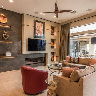 Exempel på ett stort modernt separat vardagsrum, med beige väggar, en bred öppen spis, en spiselkrans i trä, en väggmonterad TV, beiget golv och klinkergolv i porslin