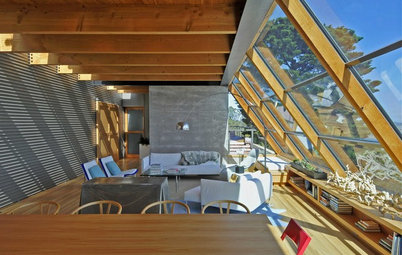 Houzz Tour: A Light-Filled Home Clings to a Cliff