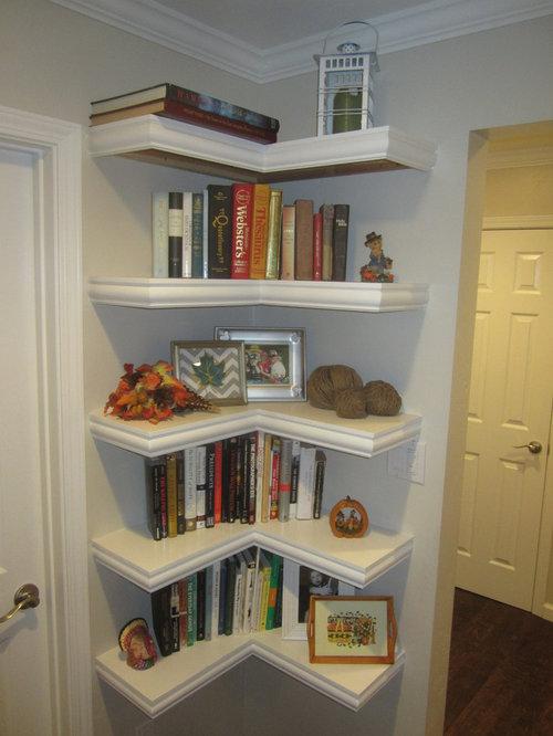 ejemplo de biblioteca en casa cerrada clsica renovada de tamao medio con paredes