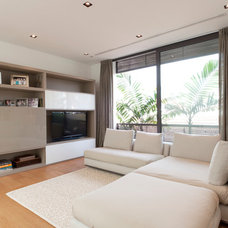 Modern Living Room by Architology