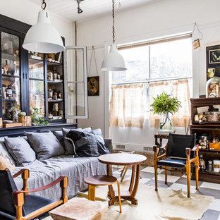 Foto di un soggiorno bohémian con sala formale, pareti bianche e pavimento in linoleum