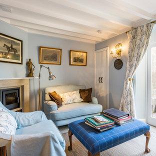Esempio di un soggiorno country chiuso con sala formale, pareti blu, camino ad angolo e pavimento beige