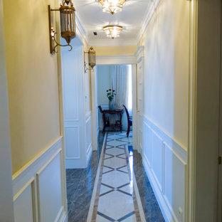 Esempio di un grande soggiorno vittoriano aperto con sala della musica, pareti beige, pavimento in marmo, camino sospeso, cornice del camino in mattoni e pavimento beige