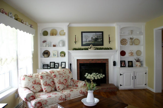 Traditional Living Room by Barbara