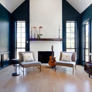 オースティンの大きいトランジショナルスタイルのおしゃれなLDK (ミュージックルーム、青い壁、淡色無垢フローリング、標準型暖炉、レンガの暖炉まわり、テレビなし、ベージュの床) の写真